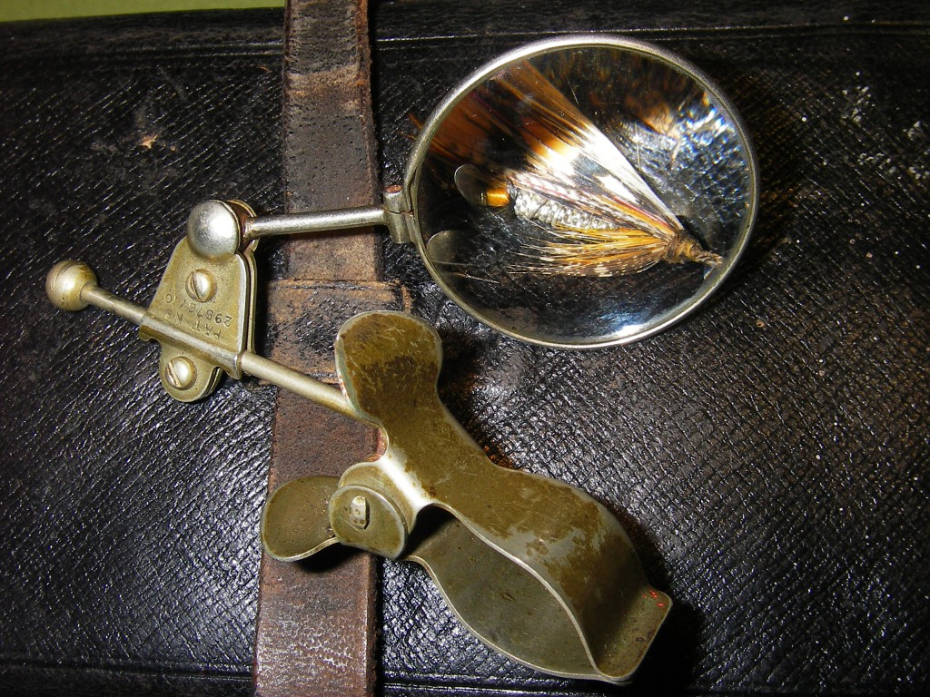 Tumb or vice magnifier
